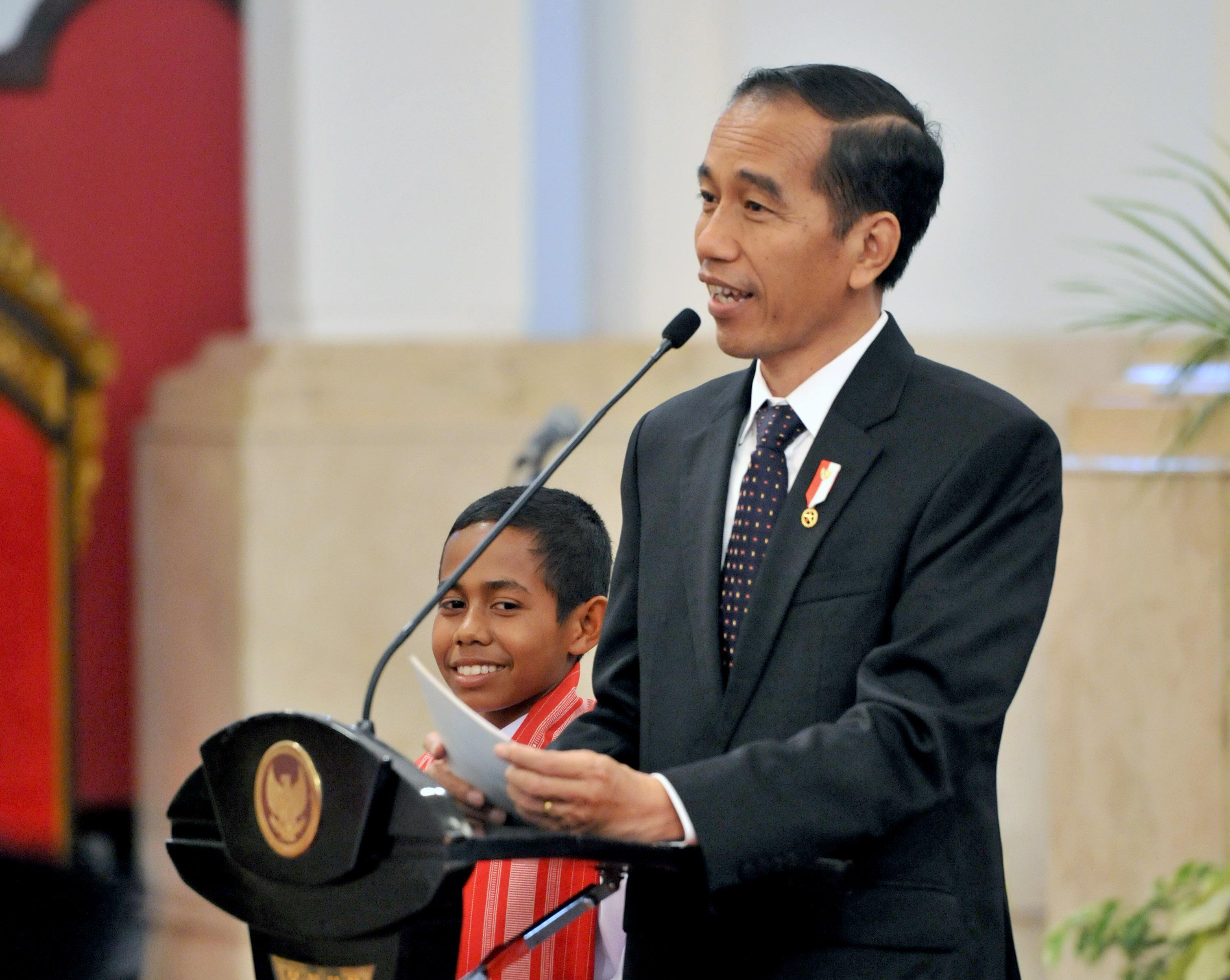 Bertemu Jokowi, Joni Dapat Sepeda dan Rumah